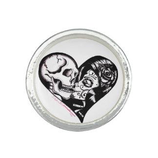 "Skinderella's ""Heart Kiss"" silver ring"