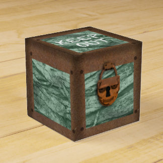 SKULL PIRATE TREASURE CHEST by Slipperywindow Favor Box