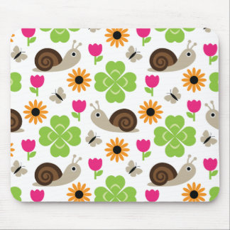 Snail & Clover Seamless Pattern Mouse Pad