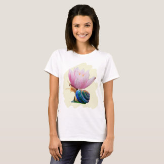 Snail with Water Lily Flower (Customize color!) T-Shirt