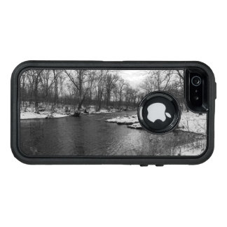 Snow Along James River Grayscale OtterBox iPhone 5/5s/SE Case
