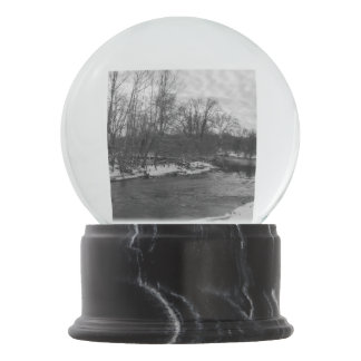 Snow Beauty James River Grayscale Snow Globe