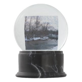 Snow Beauty James River Snow Globe