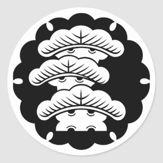 Snow-covered three-tiered pine in rice cake classic round sticker