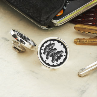 Snow-covered three-tiered pine in rice cake lapel pin