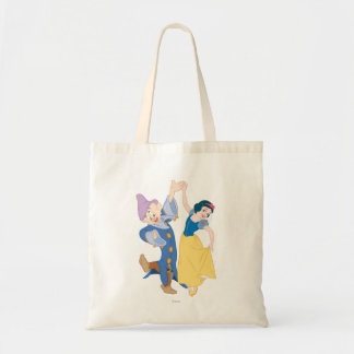 Snow White and Dopey dancing