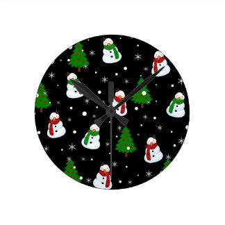 Snowman pattern round clock
