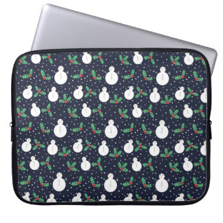 Snowmen and mistletoe pattern laptop sleeve