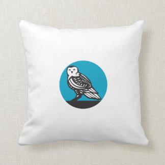 Snowy Owl Circle Retro Throw Pillow