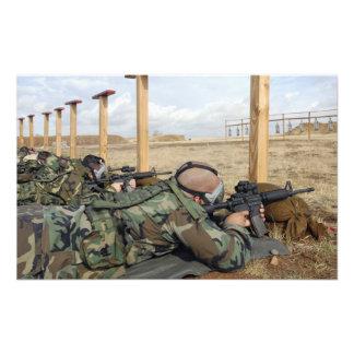 Soldiers sight M-4 rifles down range Photo