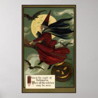 Sorcière vintage de Halloween montant un balai Poster
