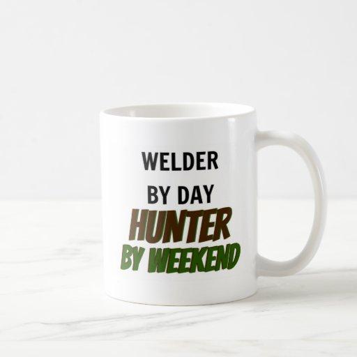 Soudeuse par le chasseur de jour par week-end tasse