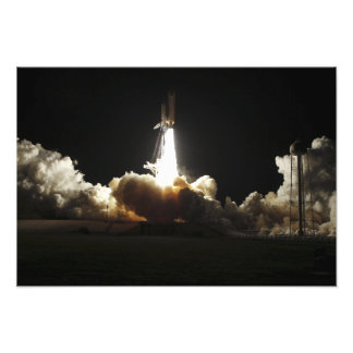 Space shuttle Discovery lifts off Photo Print