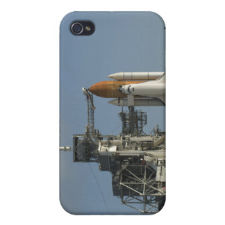 Space Shuttle Discovery sits ready 2 iPhone 4 Covers