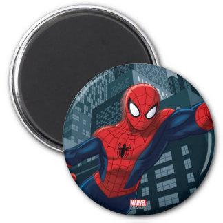 Spider-Man balançant en centre ville Magnet Rond 8 Cm