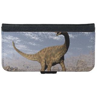Spinophorosaurus dinosaur walking in the desert iPhone 6 wallet case