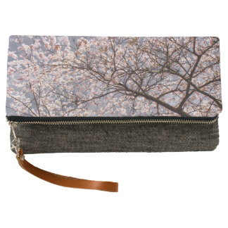 Spring blooms clutch
