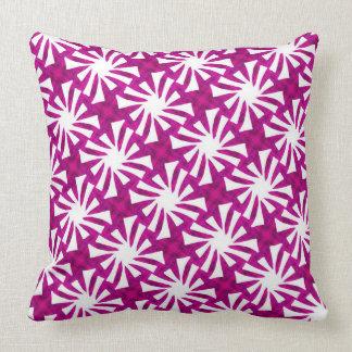 Square cushion Jimette Design fuchsia ans white