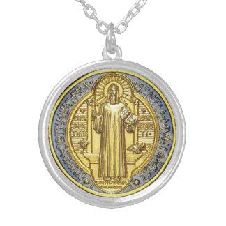 St benoit médaille round pendant necklace