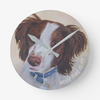 STATELY AUBURN SETTER MIX ROUND CLOCK