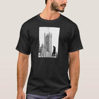 Statue of Winston Churchill in London T-Shirt