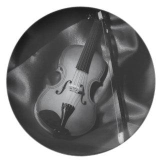 Still-life b&W image of a violin Plate
