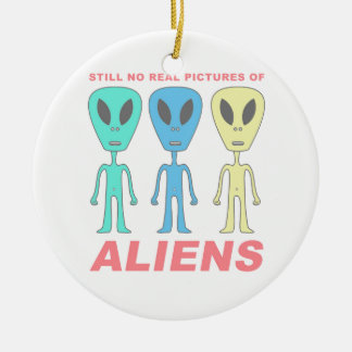 Still No Real Pictures of Aliens Round Ceramic Ornament