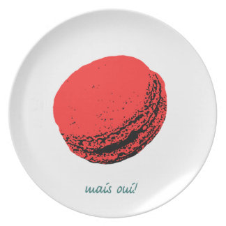 strawberry macaroon party plate