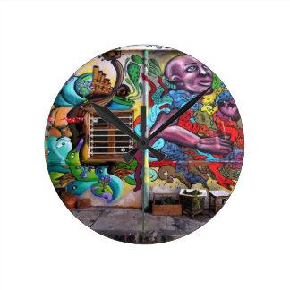 street art 8 round clock