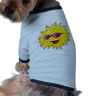 Sun avec des lunettes de soleil manteaux pour chien