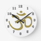Sun patterened Om or Aum ॐ.png Round Clock