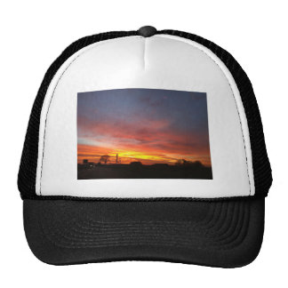 Sunrise in the autumn/morning redness in the autum trucker hat