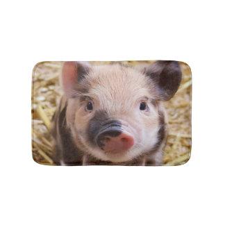 Sweet piglet bath mat