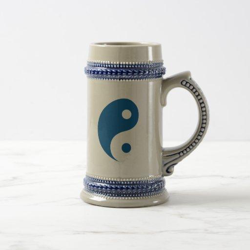 Symbole bleu de Yin Yang Tasse