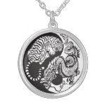 symbole de yang de yin de dragon et de tigre pendentif rond