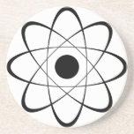 Symbole stylisé d'atome dessous de verres