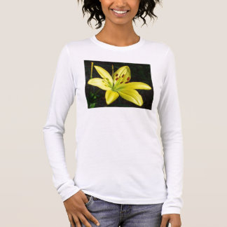 T-shirt - brilliant yellow lily really stands out