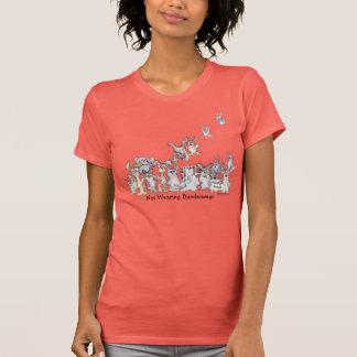 T-shirt de port de lapins de bande dessinée de
