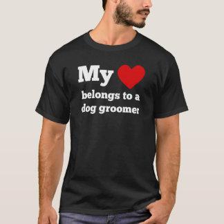 T-shirt Mon coeur appartient à un Groomer de chien