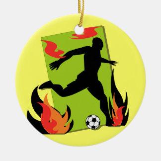 T-shirts et cadeaux flamboyants du football ornement rond en céramique