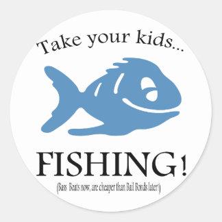 Take your Kids fishing! Classic Round Sticker