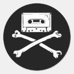 Taping à la maison de piraterie de bande et de autocollants ronds