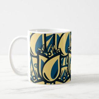 Tasse bleue et crème d'art populaire de tulipe de