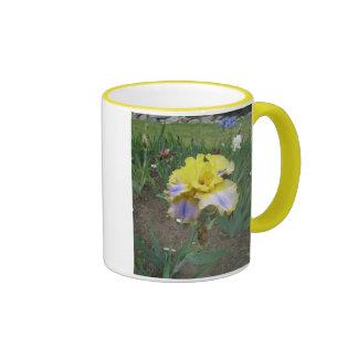 Tasse bleue jaune d'iris