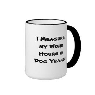 Tasse d'années de travail/chien