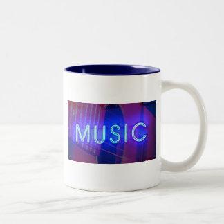 Tasse de café au néon de musique