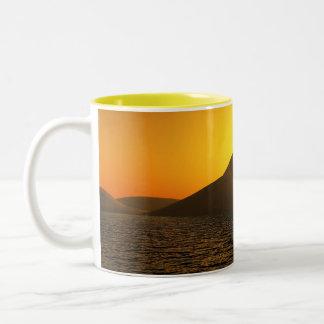 Tasse de café de lac sunset