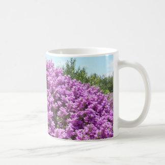 Tasse de floraison de sauge du Texas