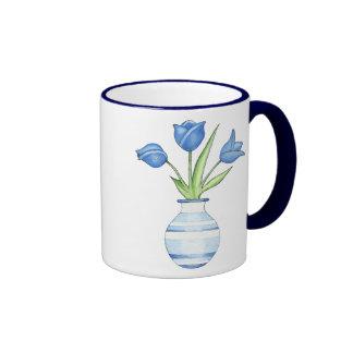 Tasse de tulipes bleues