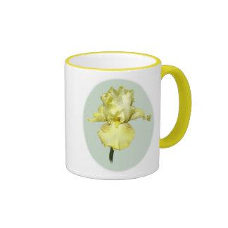 Tasse d'iris jaune